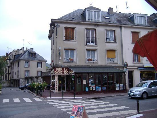 Le Domino : Front of Brasserie