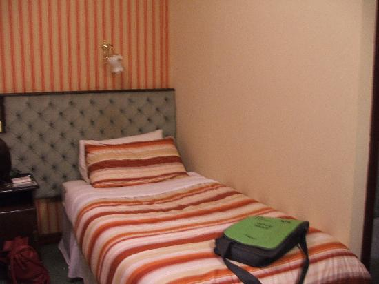 Abrae Court Guesthouse: One of two single beds