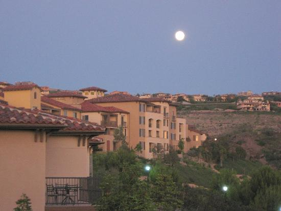 Marriott's Newport Coast Villas: Full moon from our balcony