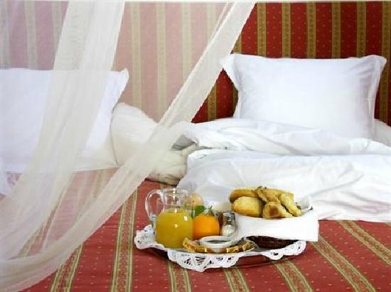 Hotel Cas Gasi: Las confortables habitaciones y lujosas suites, con techos de sabina ibicenca y gruesos muros en