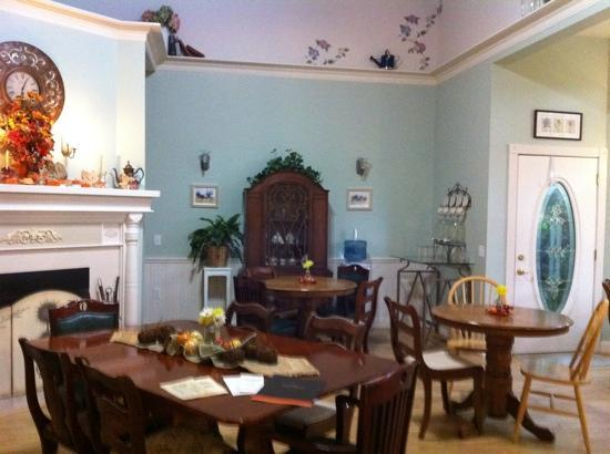 The Iron Gate Inn and Winery: breakfast room