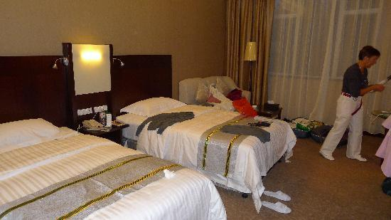Golden Dragon Hotel: Chambre