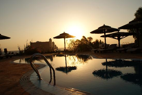 The Bedouin Moon Hotel: Pool at sunrise