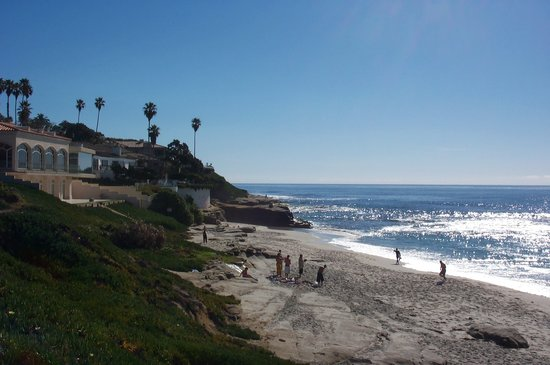 Redwood Hollow - La Jolla Cottages: Whispering Sands Beach 400 feet away.