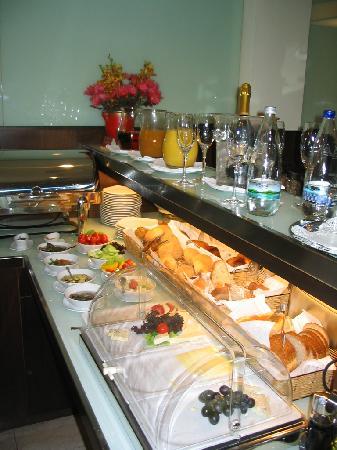 K+K Hotel Elisabeta: K&K Elisabeta breakfast buffet