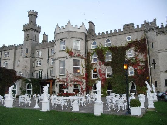 Cabra Castle Hotel: Outside view of Cabra Castle and grounds