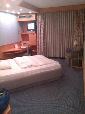 NH Wiesbaden: The room