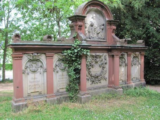 Alter friedhof: must have costed a fortune in thos days