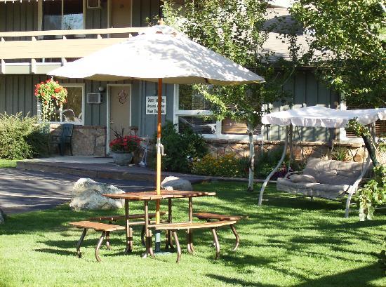 Pony Express Motel: Enjoy a picnic lunch