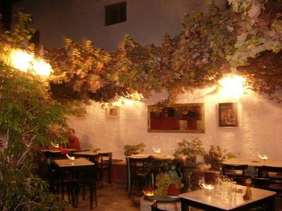 Labyrinth Wine Restaurant: labyrinth restaurant