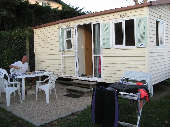 Biarritz Camping: In front of the mobile home