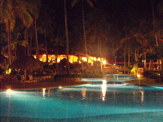Majestic Colonial Punta Cana: pool at night