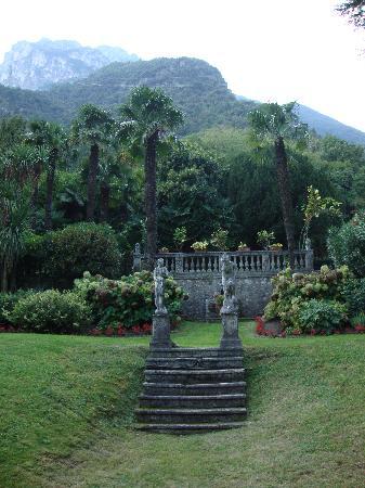Angelica Villa : Gardens 1