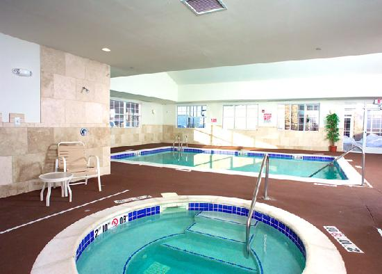 Homewood Suites by Hilton Fargo: Indoor Swimming Pool and Whirlpool