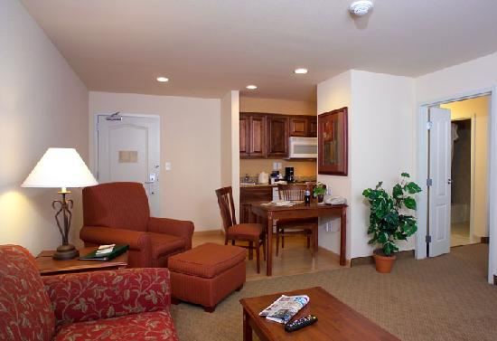 Homewood Suites by Hilton Fargo: One-bedroom suite living room