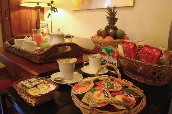 Al Colonnato di San Pietro Bed and Breakfast: Let us enjoy a rich Italian breakfast with high quality products