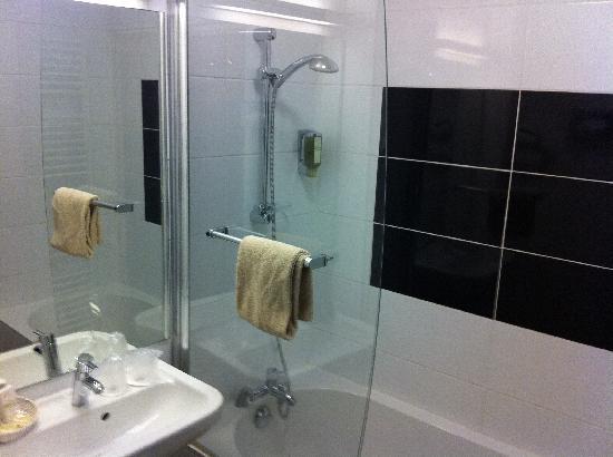 Hôtel de l'Univers : Bathroom very comfortable