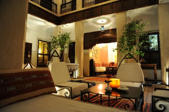 Riad le Clos des Arts: relax in the courtyard