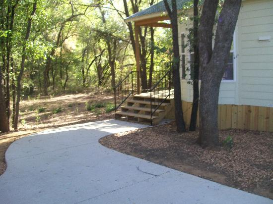 Piney woods cabin picture of loyd park grand prairie for Texas cabins in the woods