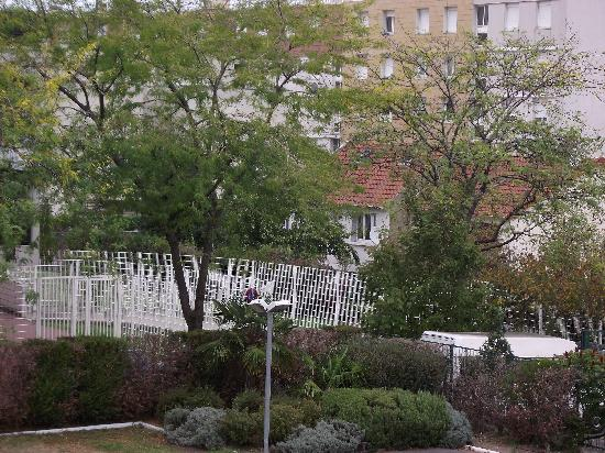Ibis Paris Gennevilliers: View from the window, keen on security here