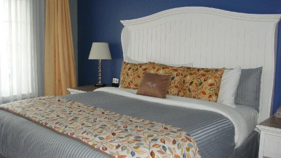 Watkins Glen Harbor Hotel: Separate bedroom