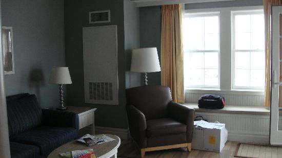 Watkins Glen Harbor Hotel: Living Room