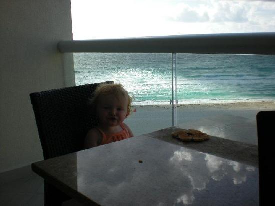 The Westin Lagunamar Ocean Resort Villas & Spa, Cancun: Breakfast on the patio