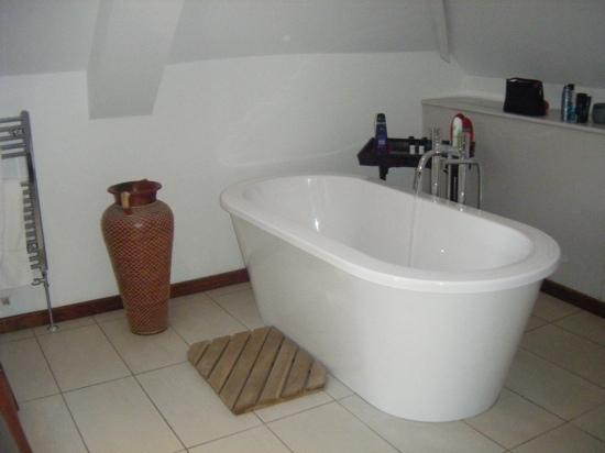 Chequers Bed & Breakfast: running the bath in the Hayloft