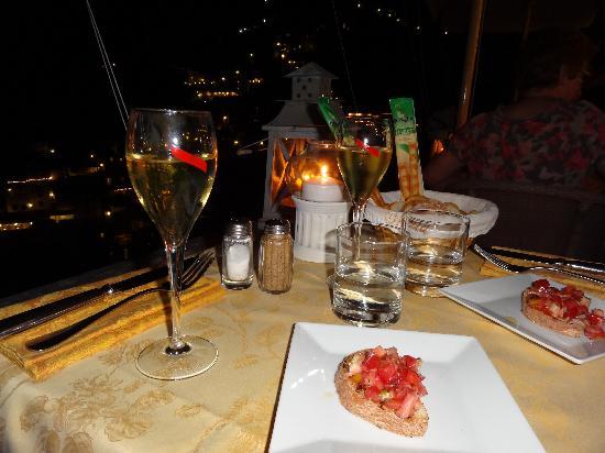 โรงแรมวิลล่ากาบริสซา: restaurant