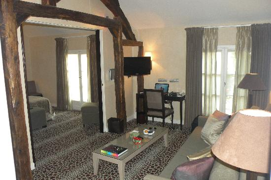 Hotel Esprit Saint Germain : Looking from the living room to the bedroom