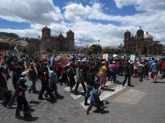 จตุรัสอามาส: Protest at Plaza de Armas
