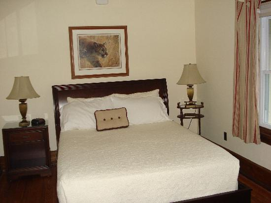 "Greystone Manor Bed & Breakfast: Room ""Pearl"""
