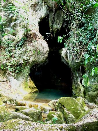 Actun Tunichil Muknal: mouth of ATM cave