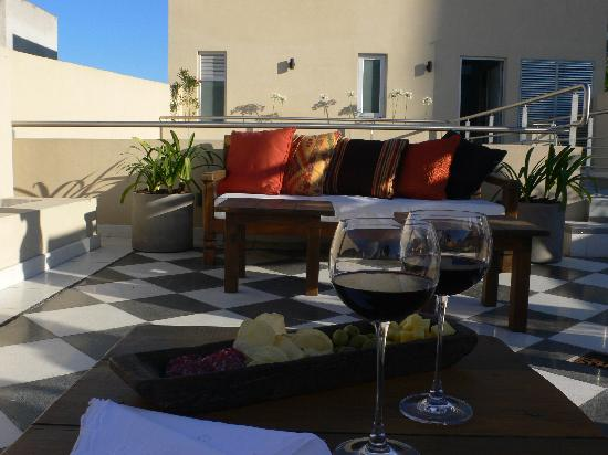 Magnolia Hotel Boutique: A Glass of Wine at the Terrace