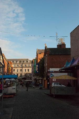 Moore Street: A gloomy street