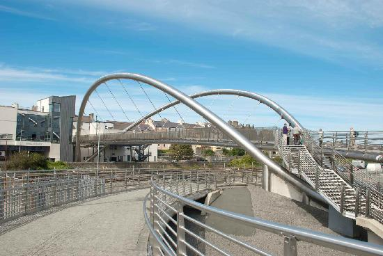 Celtic Gateway Bridge: Wavy arch-thingies