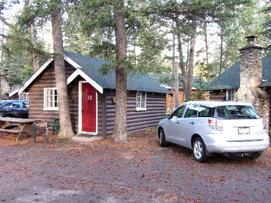 Pine Bungalows: Cabin 10, facing the river