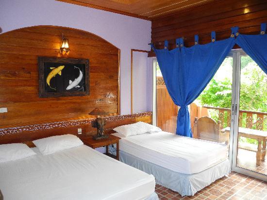 Koh Tao Tropicana Resort: Habitación doble con baño y ventilador