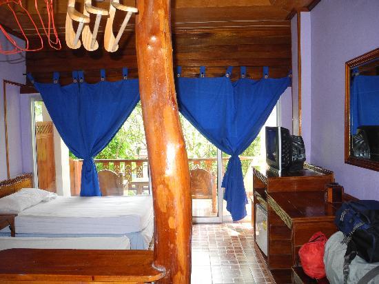 Koh Tao Tropicana Resort: Habitación doble con baño y ventalador