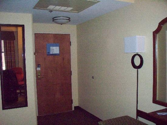 Hampton Inn Indianapolis Downtown Across from Circle Centre: Room - towards entrance