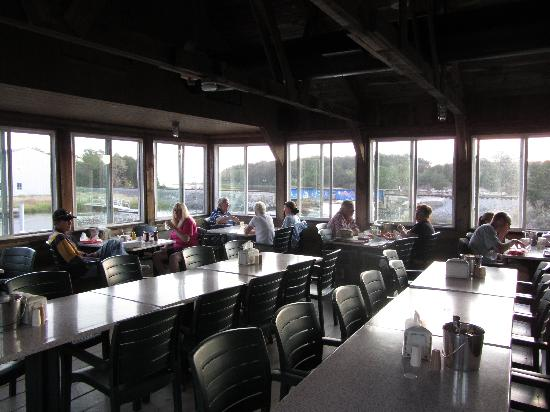 The Lobster Trap Fish Market and Restaurant : Casual environment.