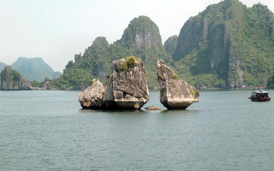Vietnam Group Tour: Halong bay
