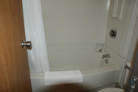 Motel 6 Bridgeview: bathroom 125 very small...