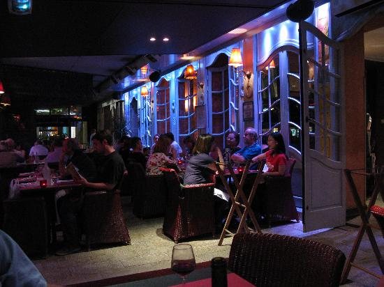 Bastide du Cours : evening dining on covered patio