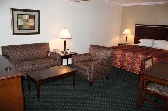 Super 8 Los Angeles-Culver City Area: The area around the bed was large in the suite.