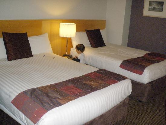โรงแรมโนโวเทลแลงเกลย์เพิร์ธ: the double bed