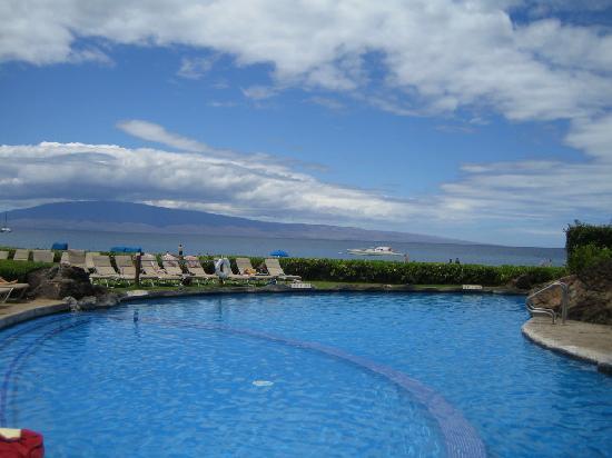 Sheraton Maui Resort & Spa: the pool matches the ocean
