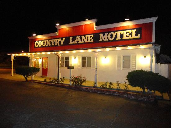 Country Lane Motel: front desk entrance