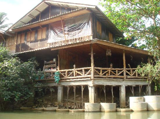 Mai Pen Rai Bungalows : back of restaurant onto river