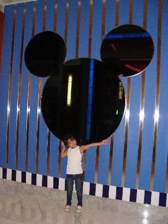 โรงแรมดิสนีย์ ฮอลลีวู้ด ฮ่องกง: my daughter hannah enjoyed the place